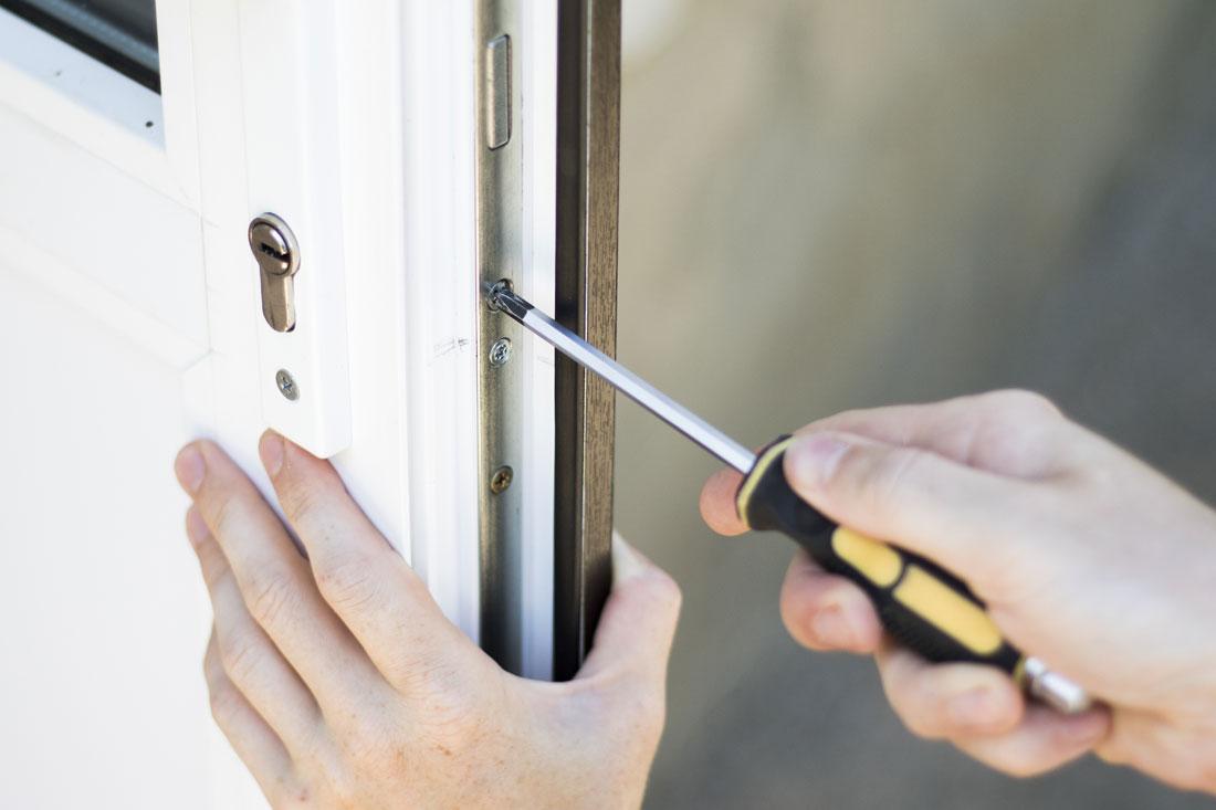 Haus- und Nebeneingangstüren Reparatur